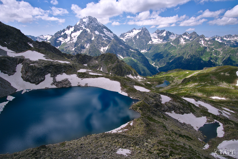 Озеро Кратерное и гора Пшиш