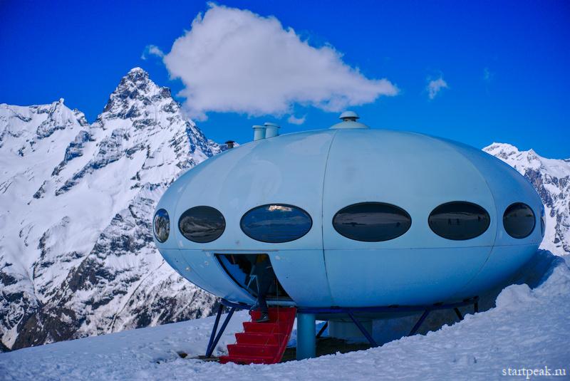 Фантастический дом Futuro: летающая тарелка в Домбае