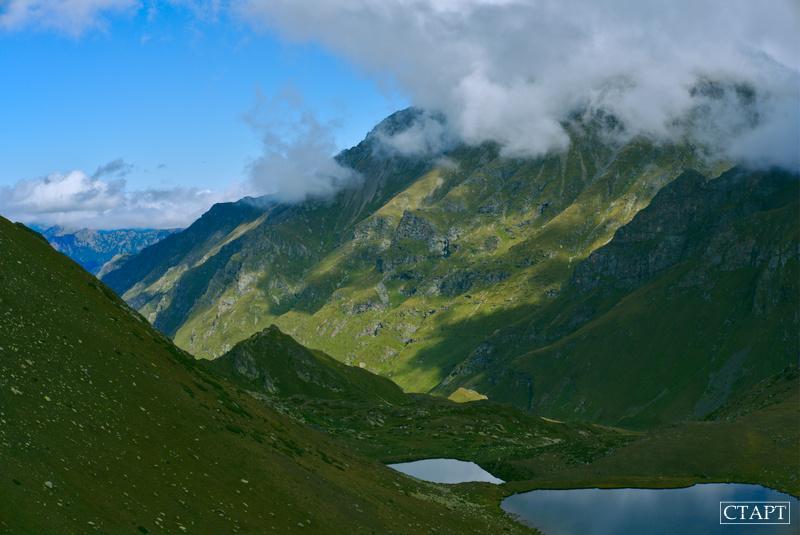 Безымянное озеро на хребте Ацгара-Пхия