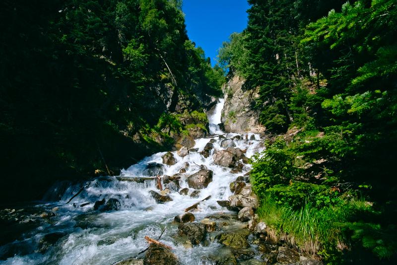 Водопад на реке Белой в Архызе