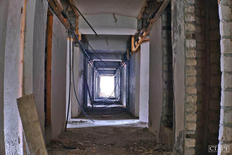 Недостроенная гостиница в Домбае фото внутри