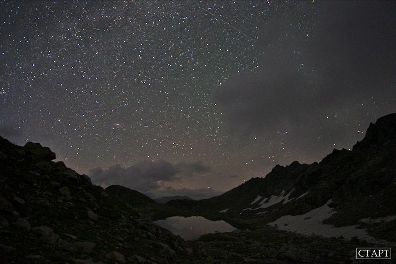 Звёздное небо над Софийскими озёрами в Архызе