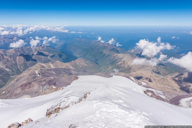 Вид на горы с Эльбруса