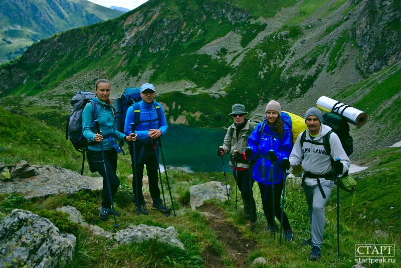 Туристическая группа у озера Айматлы-Джагалы-Кёль