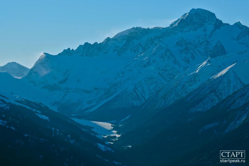 Вид на ущелье Софии в Архызе зимой