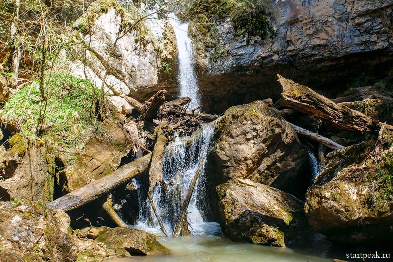 Чинарский водопад в Мезмае фото и маршрут