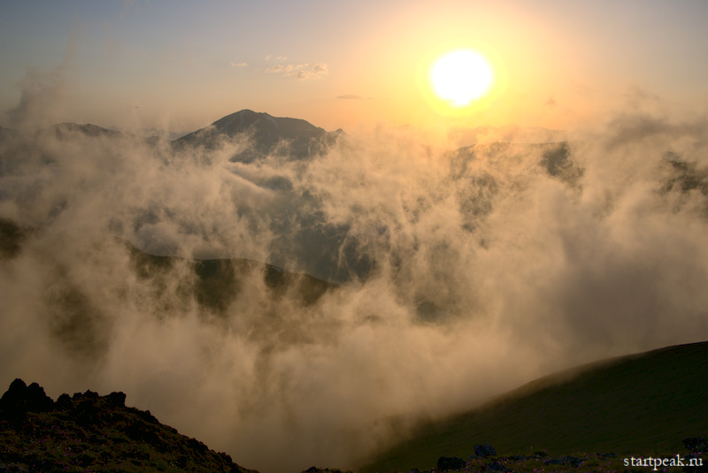 Рассвет в горах между Тебердой и Архызом