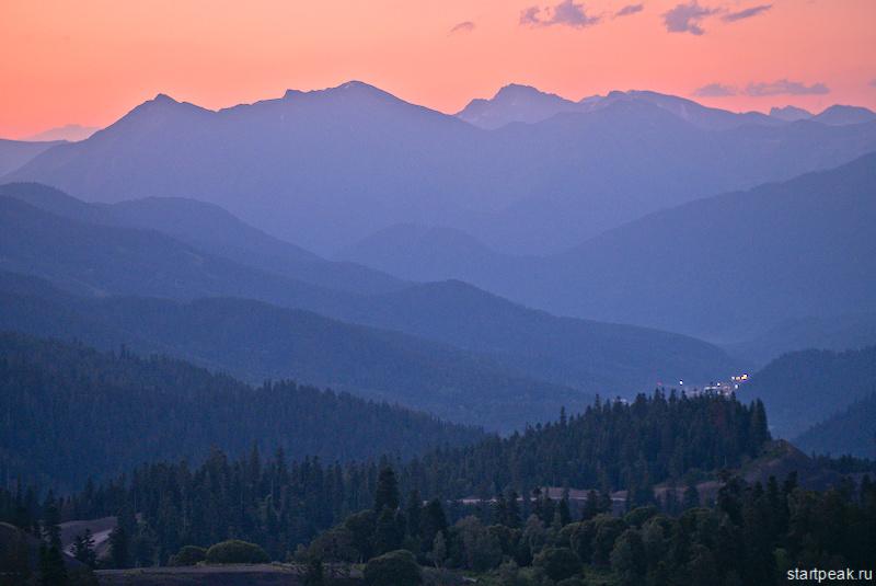 Рассвет в горах на перевале Пхия в Архызе