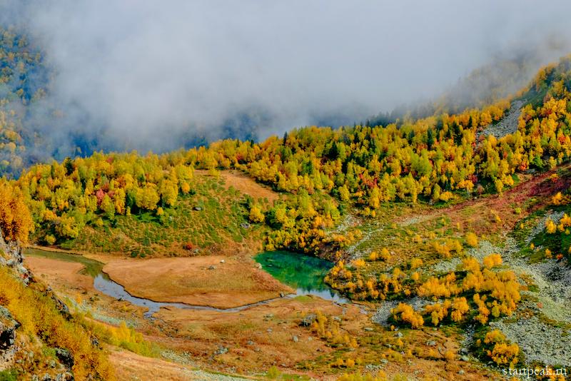 Горы золотой осенью в Архызе