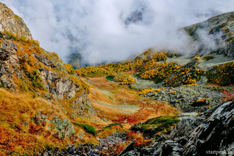 Озеро Запятая в Архызе осенью